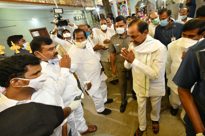 CM KCR Hands Over A Cheque For ₹ 4 CR And Letter Of Group-I Job To Col Santosh Babu Wife