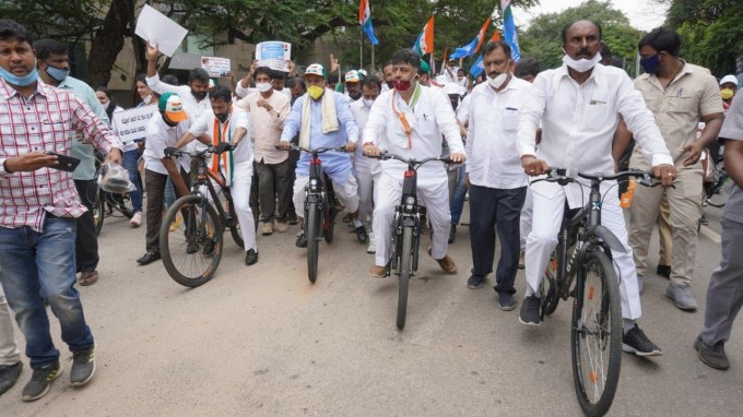 Congress Leader Siddaramaiah And Other Leader Protest Against Fuel Hike