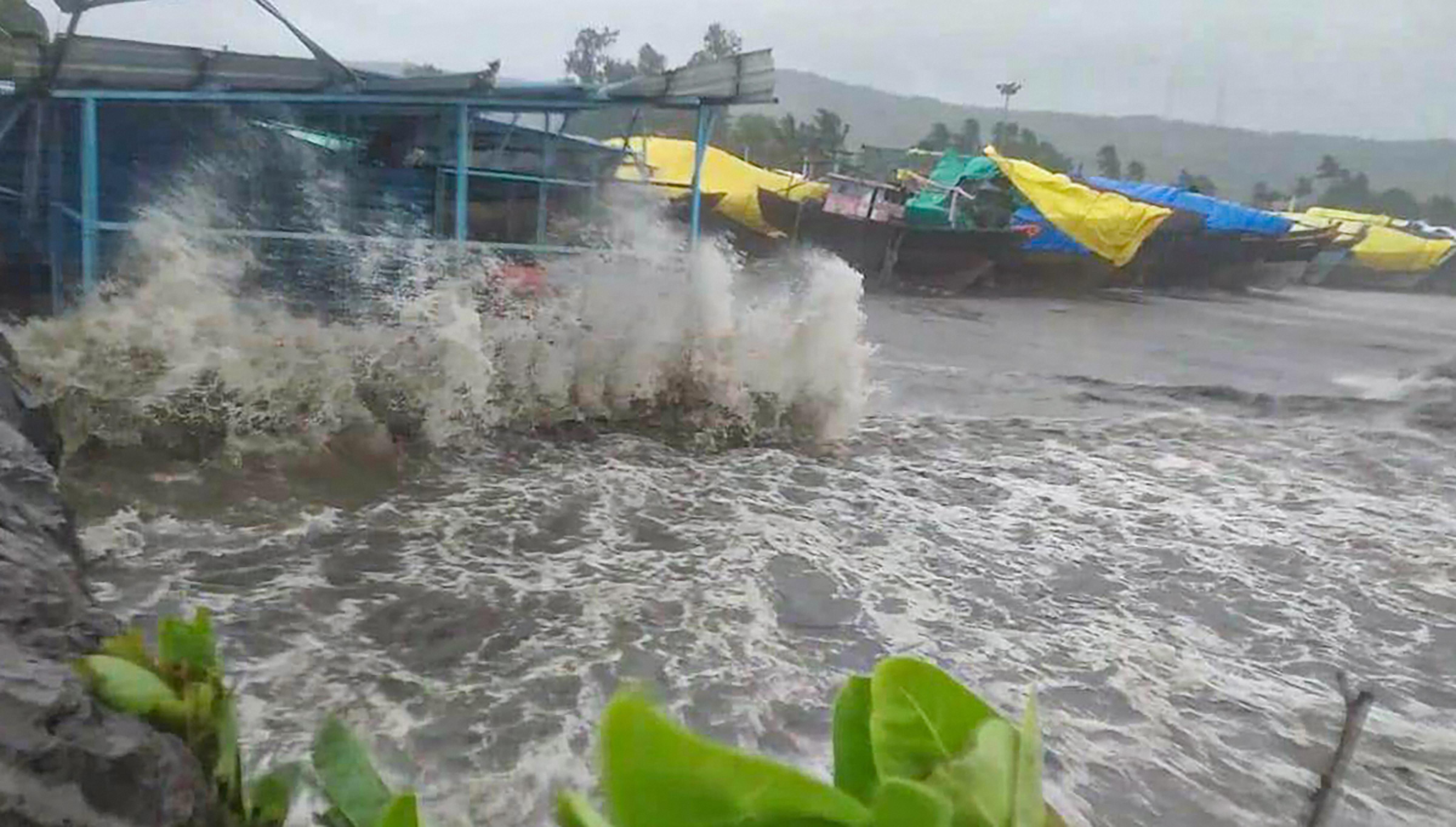 तूफान निसारगा ने दी महाराष्ट्र और गुजरात में दी दस्तक