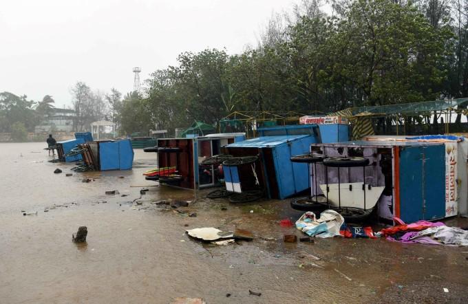 നിസർഗ ചുഴലിക്കാറ്റിന്റെ മുംബൈയിൽ നിന്നുളള ദൃശ്യങ്ങൾ