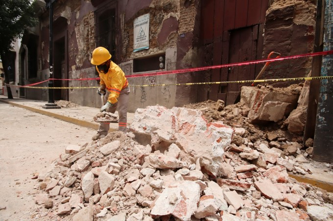 Powerful 7.5 Earthquake Hits Southern Mexico