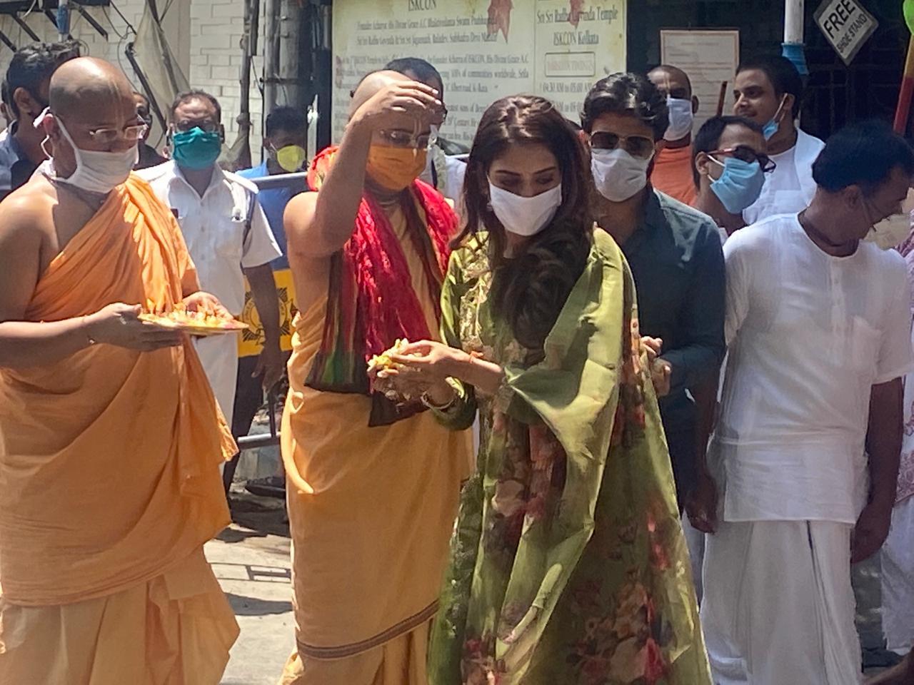 কলকাতার ইসকনের রথযাত্রা উৎসবে শামিল তৃণমূল সাংসদ নুসরত জাহান