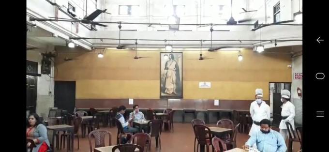একশো দিনের বেশি বন্ধ থাকার পর অবশেষে খুলল কলকাতার আইকনিক কফি হাউস