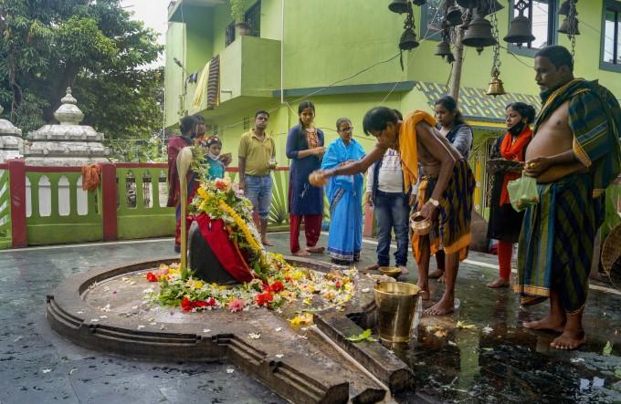 Devotees During Third Somwar Of Shravan