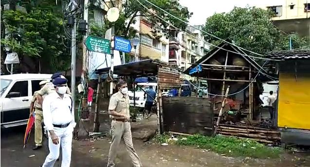 করোনা বাড়ায় কলকাতা ও জেলাগুলিতে গুলিতে কড়া লকডাউন চলছে