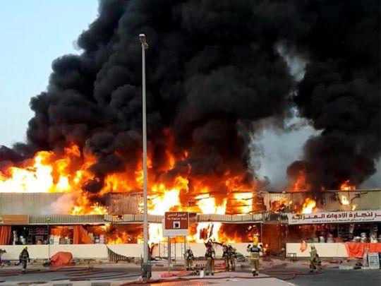 दुबई के मार्केट में लगी भीषण आग, देखिए तस्वीरें