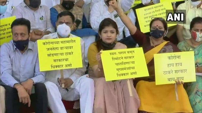 BJP Leaders Protest Outside State Assembly