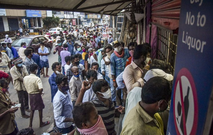 How People Have Forgotten To Maintain Social Distancing In India