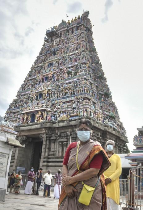 கொரோனா வைரஸ் மத்தியில் தமிழ்நாட்டில் மீண்டும் திறக்கப்படும் கோயில்கள்