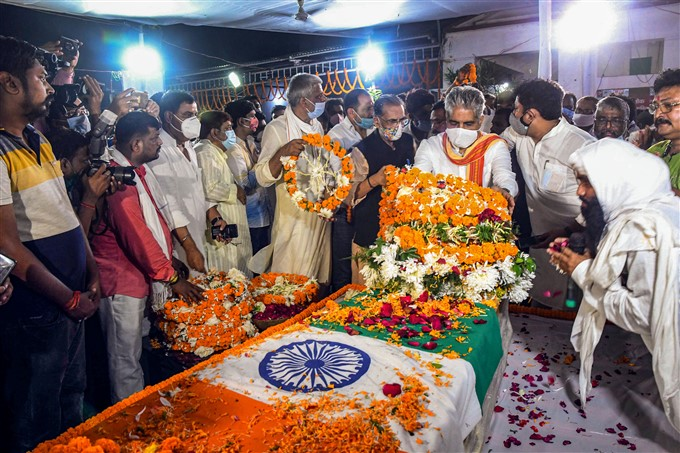 Leaders Pay Homage To Union Minister Ram Vilas Paswan