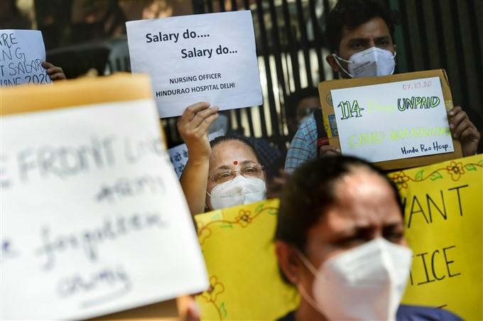 Hindu Rao Hospital Doctors And Nursing Officers Protest In New Delhi