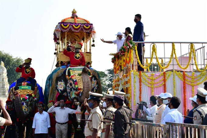 ದೀಪಾಲಂಕಾರದಿಂದ ಕಂಗೊಳಿಸುತ್ತಿದೆ ಮೈಸೂರು