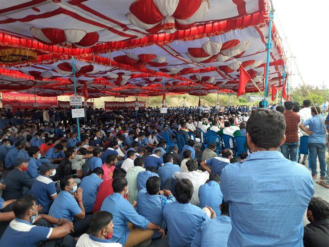 ರಾಮನಗರ: ಟೊಯೋಟಾ ಕಿರ್ಲೋಸ್ಕರ್ ಕಾರ್ಖಾನೆಯಲ್ಲಿ ಮುಂದುವರೆದ ಕಾರ್ಮಿಕರ ಪ್ರತಿಭಟನೆ