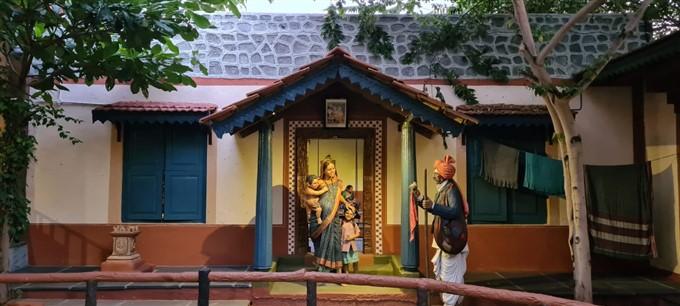 ಕಲಾವಿದ ಸೊಲಬಕ್ಕನವರ ಪರಿಕಲ್ಪನೆಯ ಜಕ್ಕೂರು ಬಳಿಕ ಮಾದರಿ ಗ್ರಾಮದ ಕೆಲವು ಚಿತ್ರಗಳು