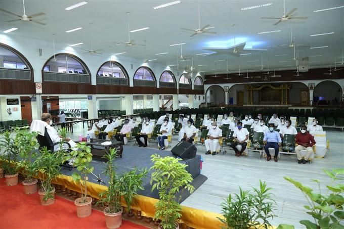 அரசியல் தொடர்பாக மக்கள் மன்ற நிர்வாகிகளுடன் இன்று ரஜினிகாந்த் முக்கிய ஆலோசனை