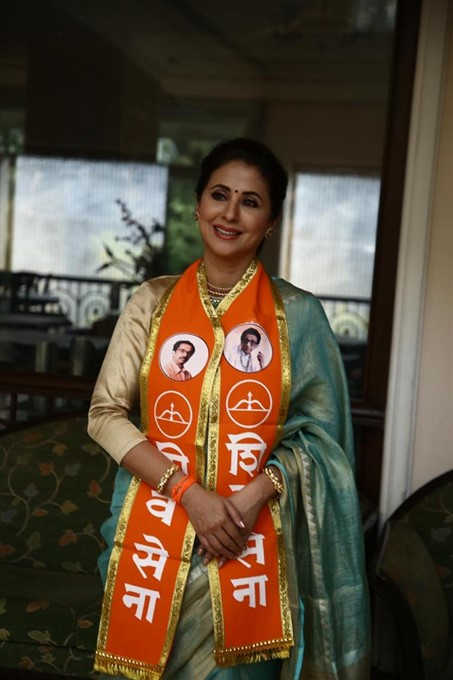 Bollywood Actress Urmila Matondkar Joins Shiva Sena