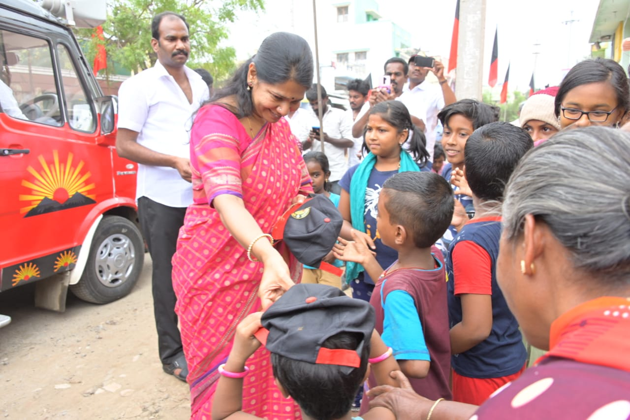 Kanimozhi Leads The Women DMK Brigade In Campaign