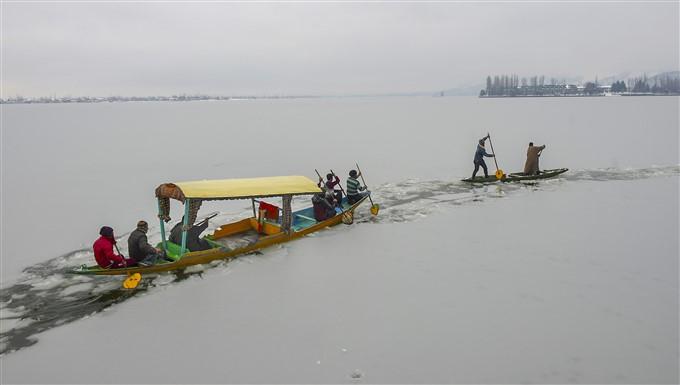 ಚಿತ್ರಗಳು : ಜಮ್ಮು ಕಾಶ್ಮೀರ ಮತ್ತು ಲೇಹ್ ನಲ್ಲಿ ಭಾರಿ ಹಿಮಪಾತ