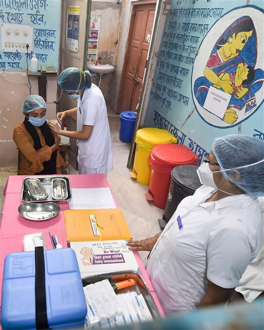 ఫోటోలు: దేశవ్యాప్తంగా కరోనావైరస్ తొలి విడత వ్యాక్సినేషన్