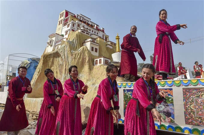 റിപബ്ലിക് ദിന പരേഡിന്റെ റിഹേഴ്സല് ദില്ലിയില് നടക്കുന്നു; വര്ണശഭളമായ ചിത്രങ്ങള് കാണാം