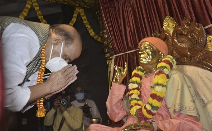 Defence Minister Rajnath Singh Visits Iskcon Temple In Bengaluru