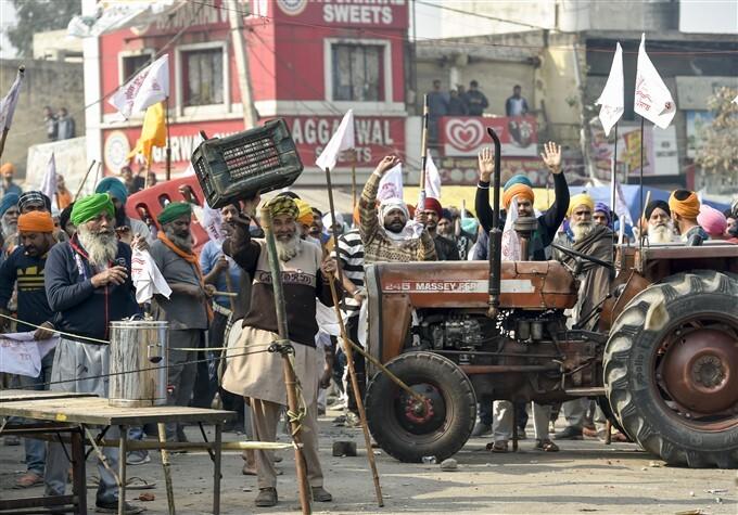 ಚಿತ್ರಗಳು : ದೆಹಲಿಯಲ್ಲಿ ಕೃಷಿ ಕಾಯ್ದೆ ವಿರುದ್ಧ ಮುಂದುವರೆದ ರೈತರ ಪ್ರತಿಭಟನೆ