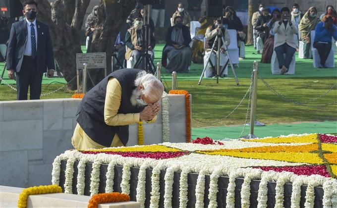 മഹാത്മാ ഗാന്ധിയുടെ 72ാം രക്തസാക്ഷിത്വ ദിനത്തിൽ ആദരാജ്ഞലി അർപ്പിച്ച് നേതാക്കൾ- ചിത്രങ്ങൾ കാണാം