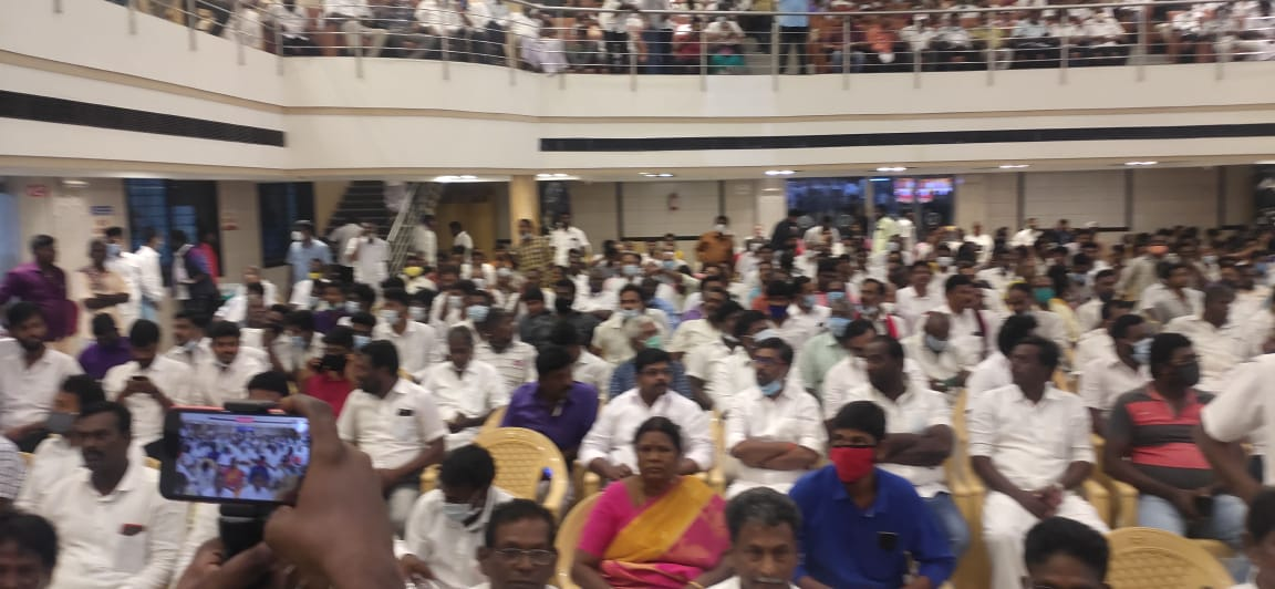 MK Azhagiri Hold Discussion With Supporters In Madurai