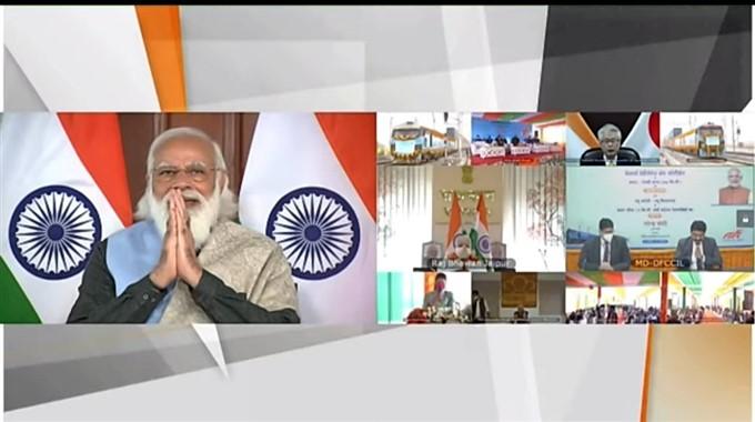 ಚಿತ್ರಗಳು : ಡಬಲ್ ಸ್ಟ್ಯಾಕ್ ಲಾಂಗ್ ಹಾಲ್ ಕಂಟೇನರ್ ರೈಲಿಗೆ ಮೋದಿ ಚಾಲನೆ