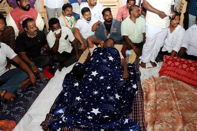 ಚಿತ್ರಗಳು: ಲೆಫ್ಟಿನೆಂಟ್ ಗವರ್ನರ್ ಕಿರಣ್ ಬೇಡಿ ವಿರುದ್ಧ ಪುದುಚೇರಿ ಸಿಎಂ ಪ್ರತಿಭಟನೆ.