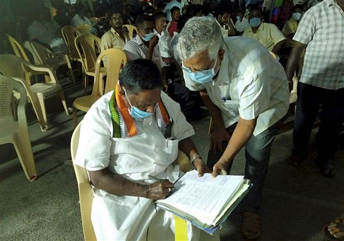 Puducherry CM Narayanaswamy's Protest Against Lt. Governor Kiran Bedi