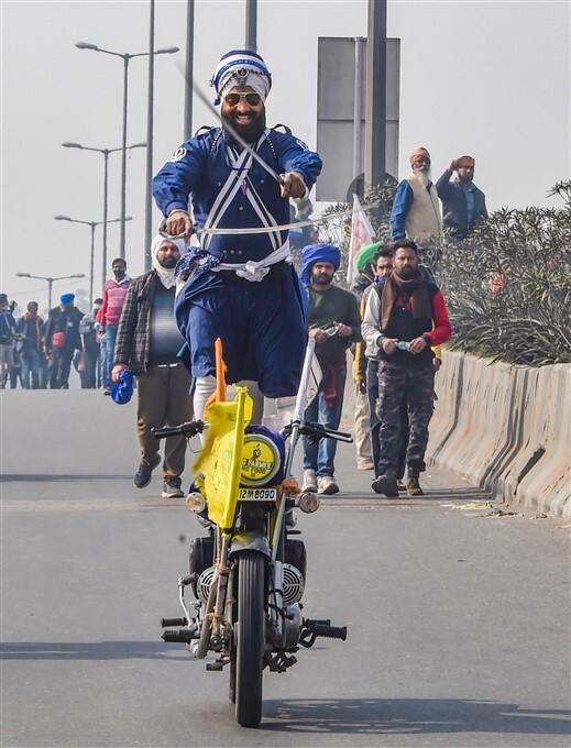 ദില്ലിയിലെ സംഘർഷഭരിതമായ കർഷക പ്രതിഷേധം- 20 ചിത്രങ്ങൾ