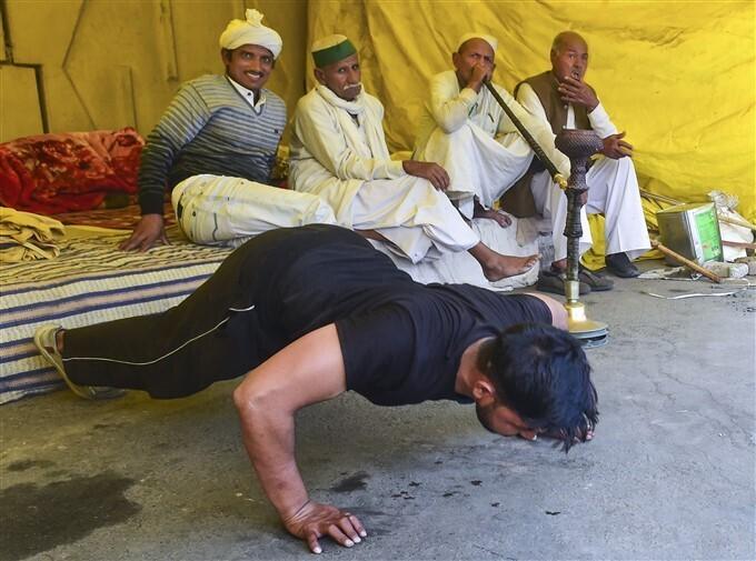 മുട്ട് മടക്കാതെ കർഷകർ, ദില്ലിയിലെ കർഷക സമരം ചിത്രങ്ങളിലൂടെ