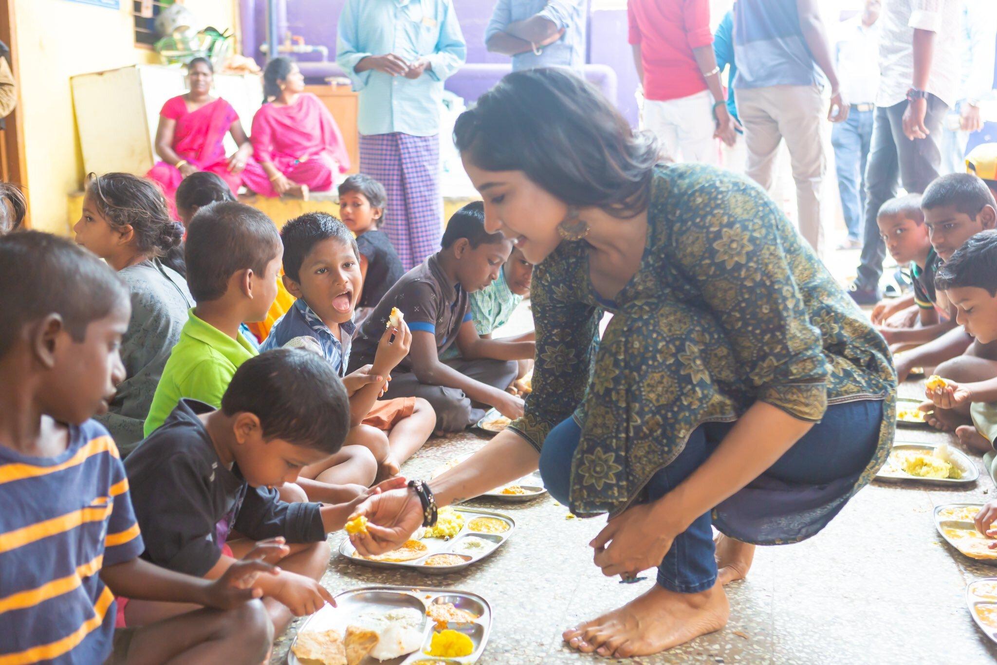 அந்த மனசு தான் சார் கடவுள்.. காதலர் தினத்தை குழந்தைகள் காப்பகத்தில் கொண்டாடிய சாக்ஷி அகர்வால்!