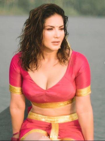 क्या आपने देखा सनी लियोनी का साउथ इंडियन लुक, पिंक ड्रेस में ढा रहीं कहर