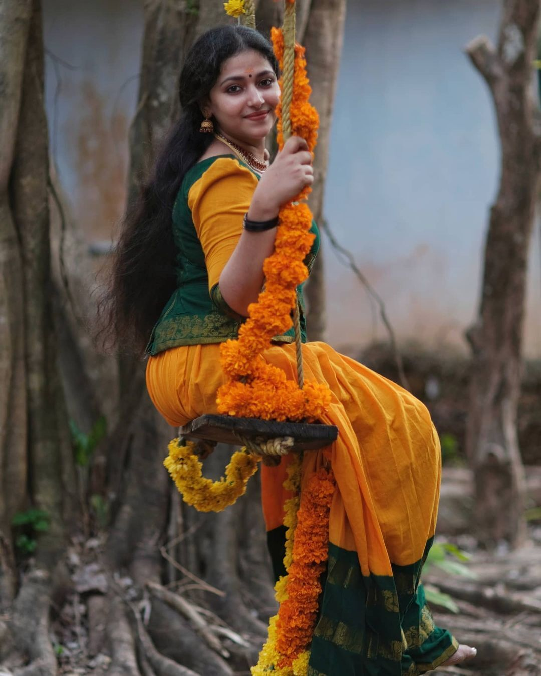 സിംപിൾ ലുക്കിൽ സുന്ദരിയായി അനു സിത്താര- ചിത്രങ്ങൾ കാണാം