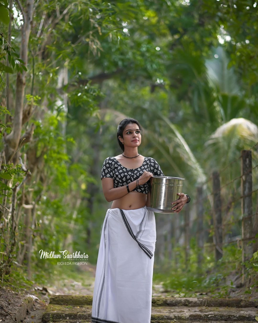 നാടൻ സുന്ദരിയായി ആതിര ജയചന്ദ്രൻ- ചിത്രങ്ങൾ കാണാം
