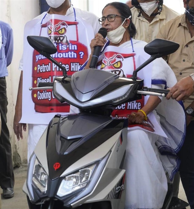 CM Mamata Banerjee Rides E-Scooter At Kolkata To Protest Against Fuel Price Rise