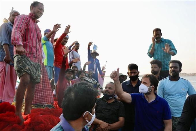 Congress Leader Rahul Gandhi Interact With Fishermen At Kollam's Thangassery Beach