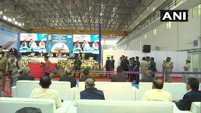 ఫోటోలు: బెంగళూరులో హాల్ సంస్థలో రెండవ ఎల్సీఏ కేంద్రాన్ని ప్రారంభించిన రాజ్నాథ్ సింగ్