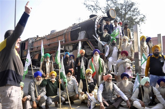Farmers Protest: 4-hour Rail Roko Across The Country Against Central Govt