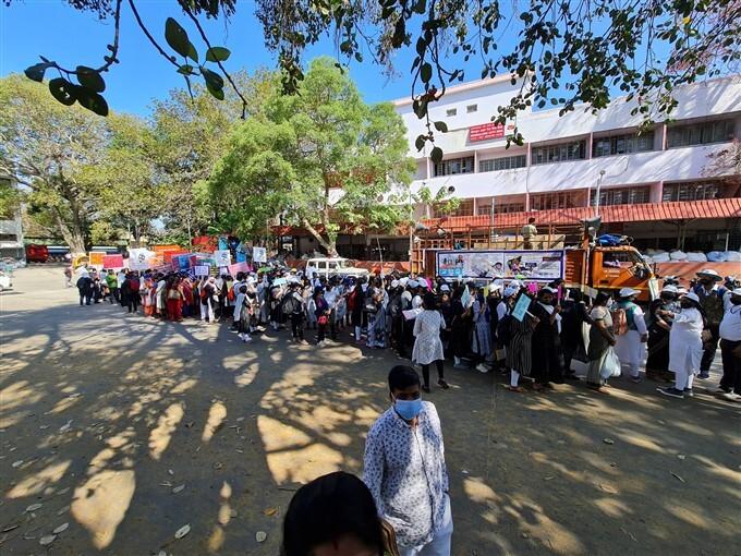 Karnataka School Associations Stage Protest Against Fees Cut