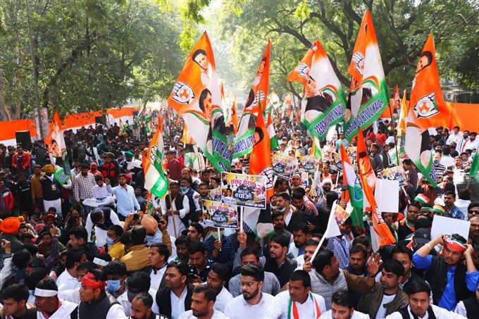 Opposition Parties Protest Against Govt Over The Fuel And Cooking Gas Hike