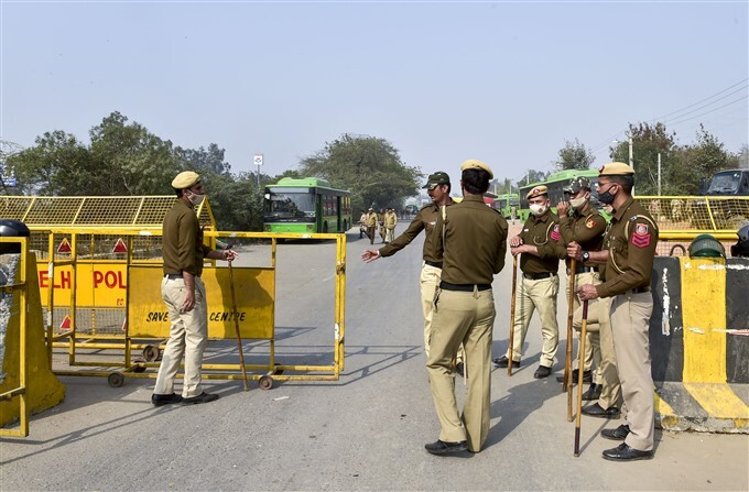 Security Beefed Up At Borders In New Delhi