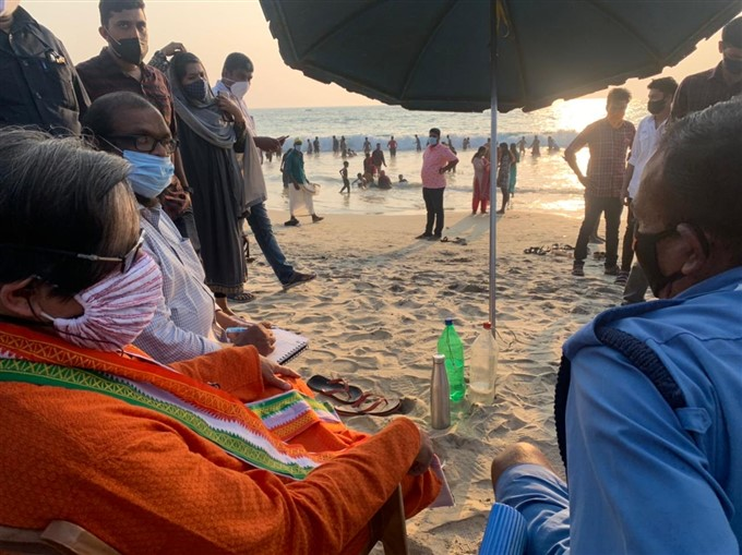 തിരുവനന്തപുരത്തെ ബീച്ചുകളിലെത്തി ശശി തരൂർ- ചിത്രങ്ങൾ