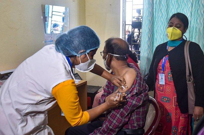 ఫోటోలు: భారత్లో రెండో దశ వ్యాక్సినేషన్ కార్యక్రమం ప్రారంభం