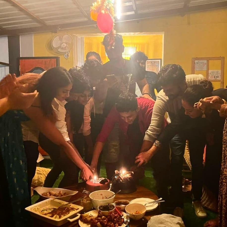 பிக் பாஸ் பிரபலங்கள் சூழ பிறந்தநாள் கொண்டாடிய சோமசேகர்.. வைரலாகும் போட்டோஸ்!