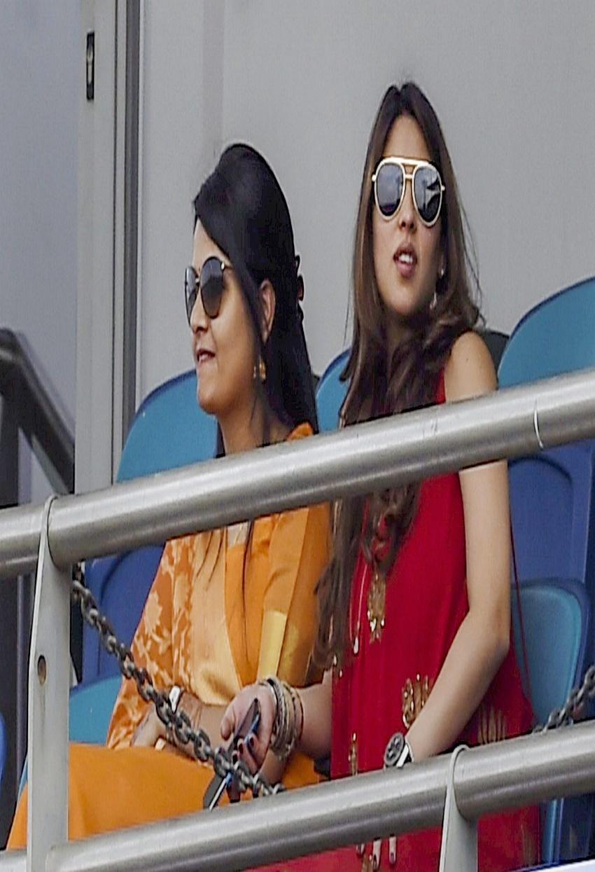 बीवियों की खूबसूरती के सामने क्लीनबोल्ड हुए ये क्रिकेटर्स