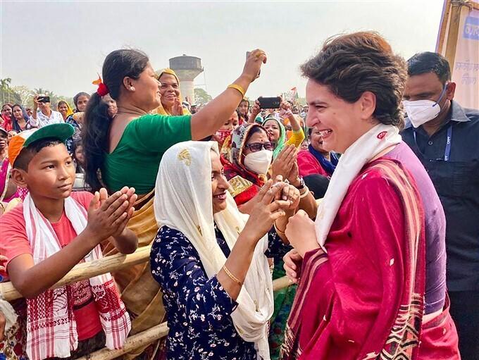 കോണ്ഗ്രസ് നേതാവ് പ്രിയങ്കാഗാന്ധി അസമില് തെരഞ്ഞെടുപ്പ് പ്രചാരണത്തില്, ചിത്രങ്ങള് കാണാം