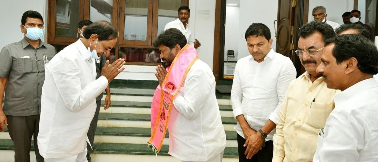 BJP Leader Nagarjuna Sagar Joins TRS